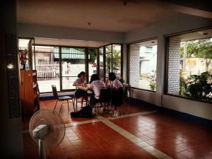volunteer thailand dorm community class