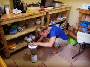 volunteer ghana dorm cooking