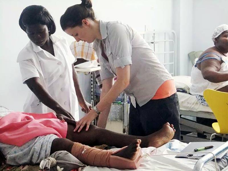healthcare-volunteer-with-patients-ghana