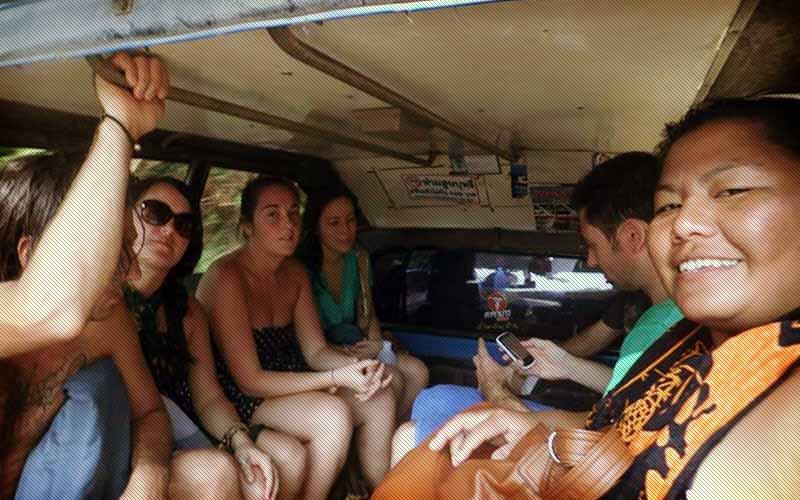manage-money-volunteer-abroad-tuk-tuk